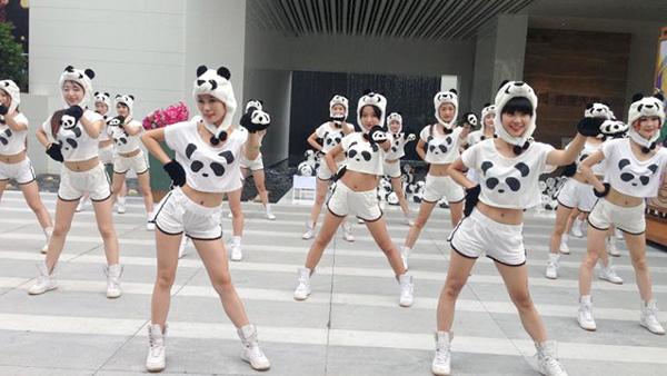 """遇见国宝,""""熊猫女郎""""带领数百只""""熊猫""""走进南岸区华润凯旋天地"""